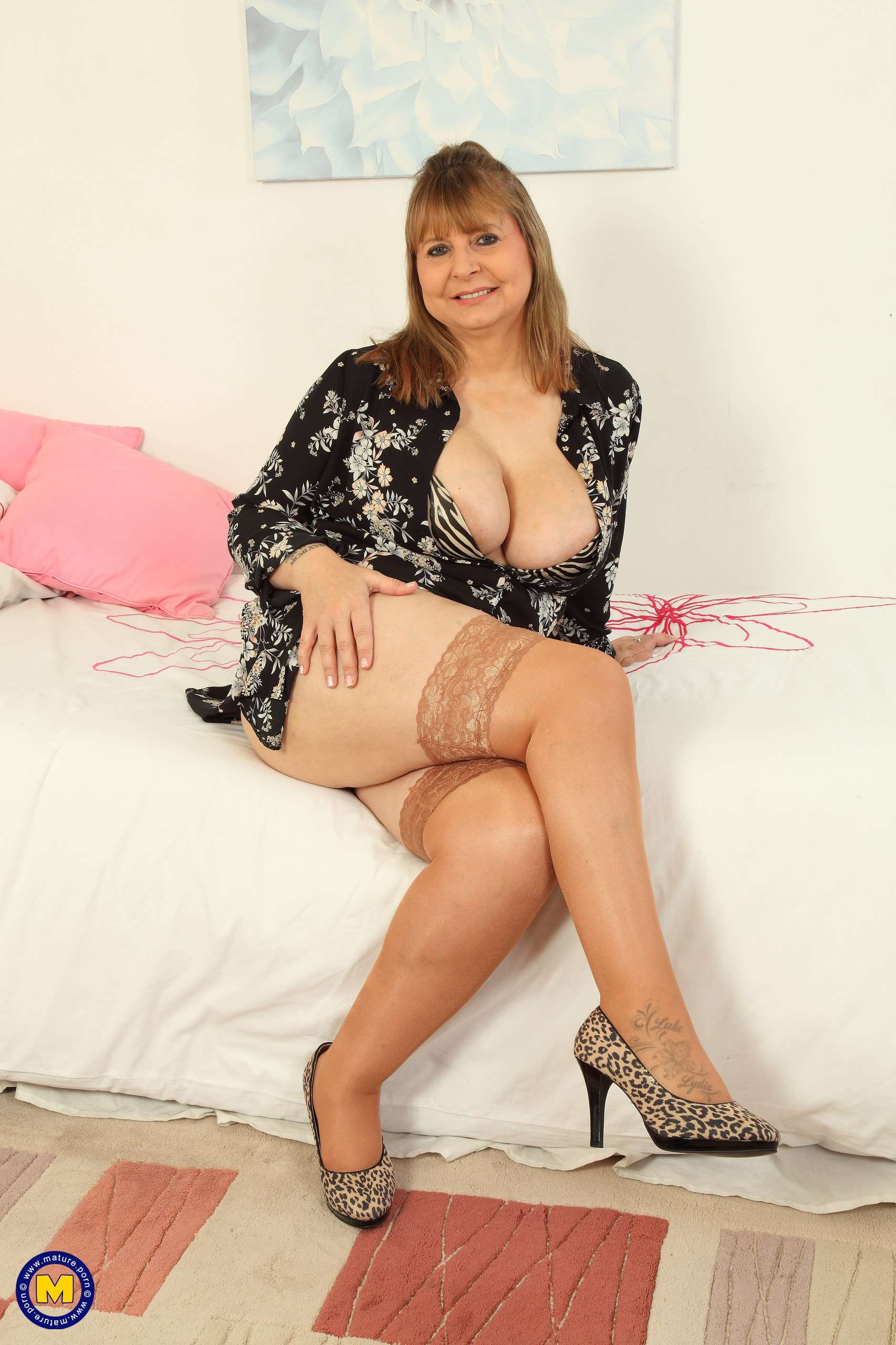 Alexa Mature Breast Porn big breasted alexa shows off her naughty side at mature.nl