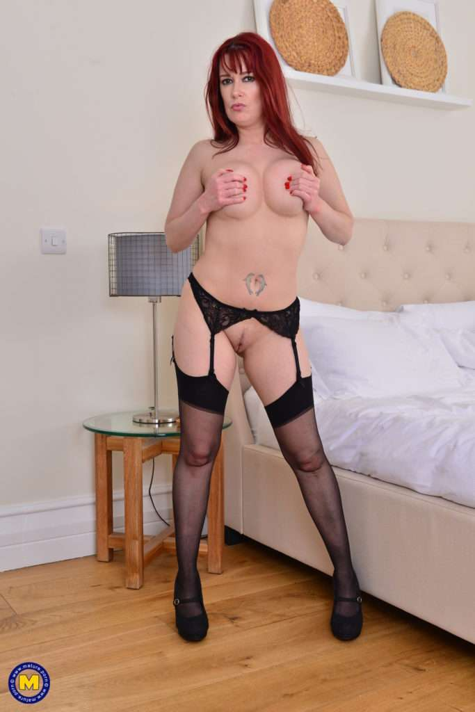 Hot Mom Tanya Cox Loves To Play With Her Wet Pussy At Mature.nl