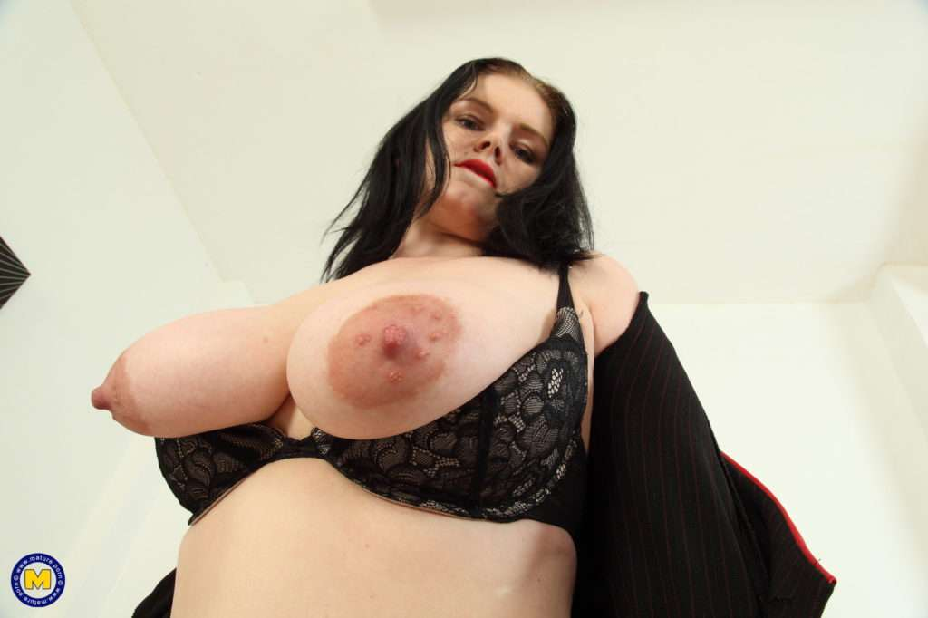 Naughty British Mom Loves Showing Off Her Big Boobs At Mature.nl