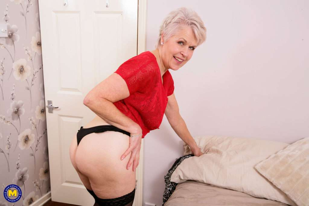 Naughty Mature Lady Playing With Herself At Mature.nl