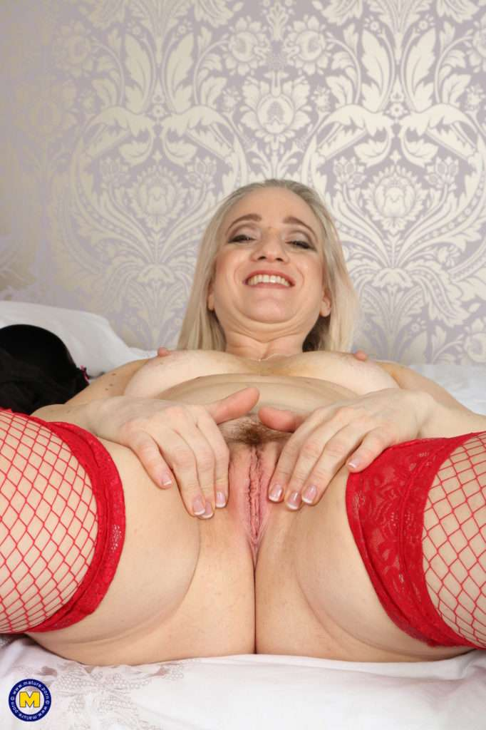 Naughty British Housewife Playing In Bed At Mature.nl