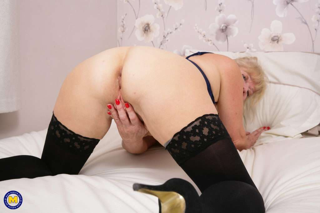 Naughty British Housewife Getting Wet In Her Bedroom At Mature.nl