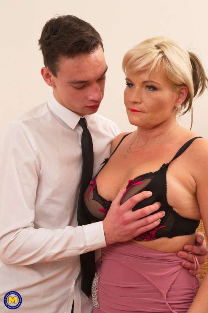 Horny Mature Lady Playing With Her Toy Boy At Mature.nl