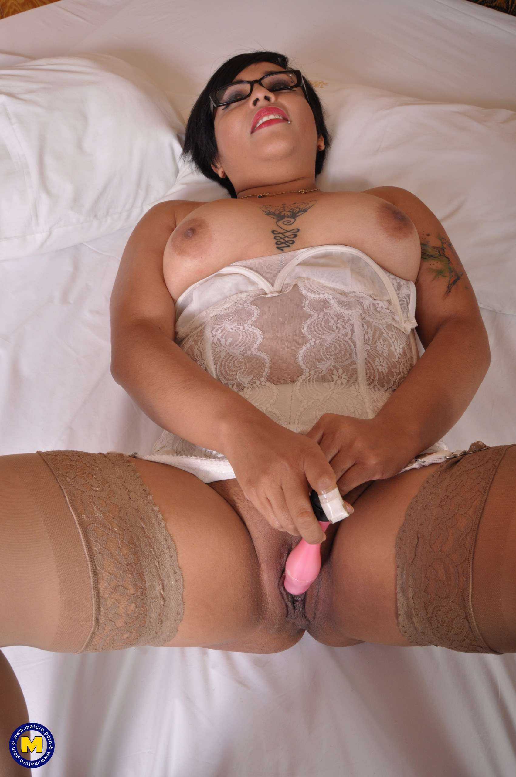 Latin housewife playing with her pussy