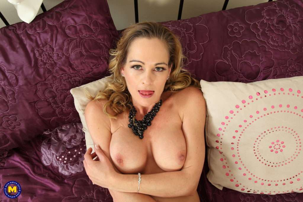 Hot British Milf Getting Wet By Herself At Mature.nl
