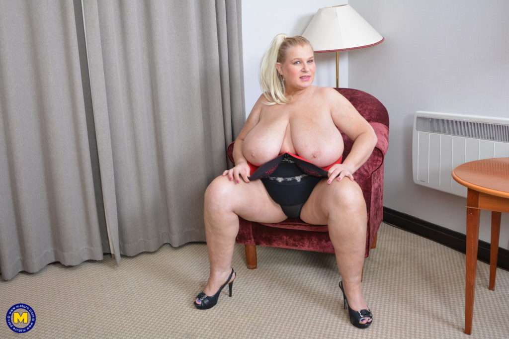 Huge Breasted Housewife Sammy Sanders Getting Wet And Wild At Mature.nl