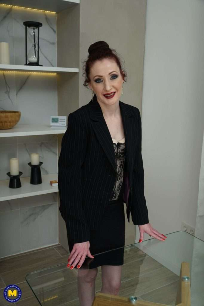 This Housewife Loves To Fool Around With Her Toy Boy At Mature.nl