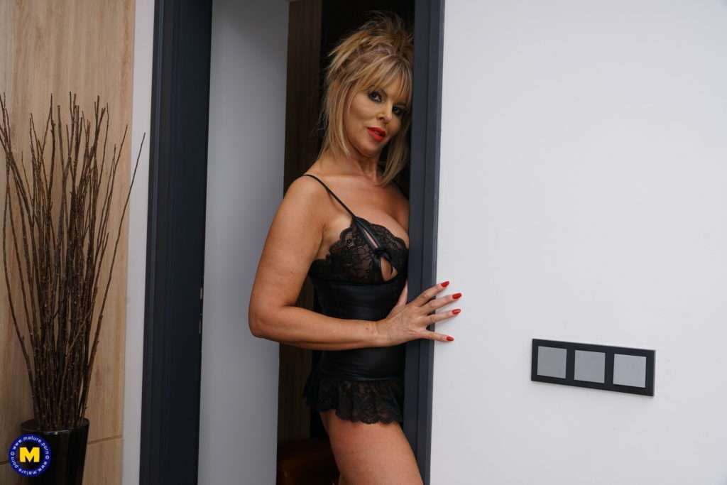 Naughty British Milf Playing With Her Younger Lover At Mature.nl