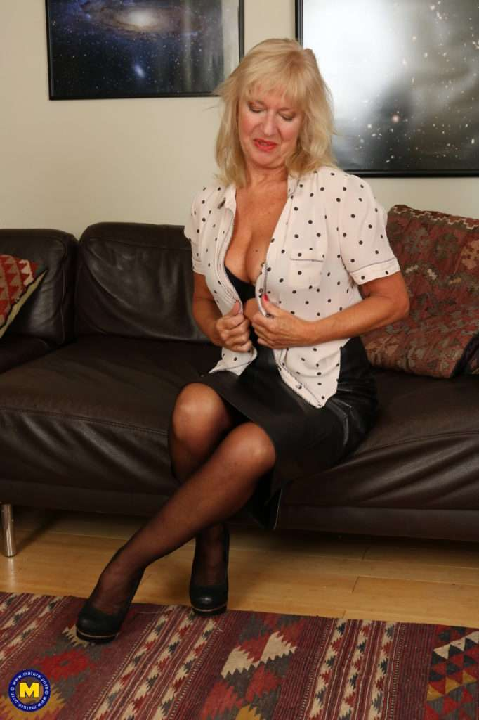 Horny Mature Lady Getting Wet And Wild At Mature.nl