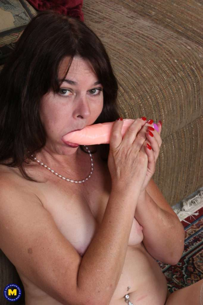 Naughty American Housewife Playing With Herself At Mature.nl