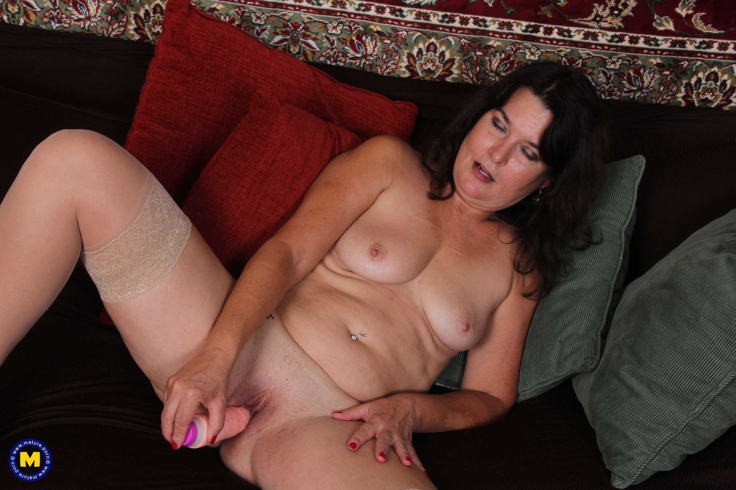 American Mature Carrie playing with her pussy