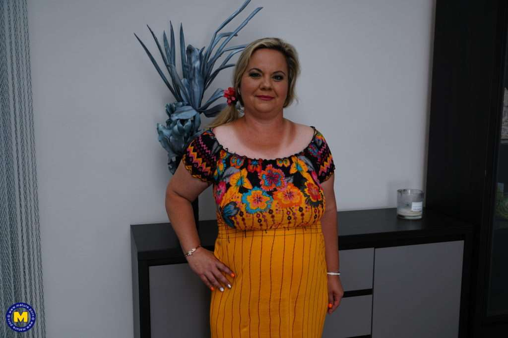 Naughty Bbw Summer Fooling Around With Her Toyboy At Mature.nl