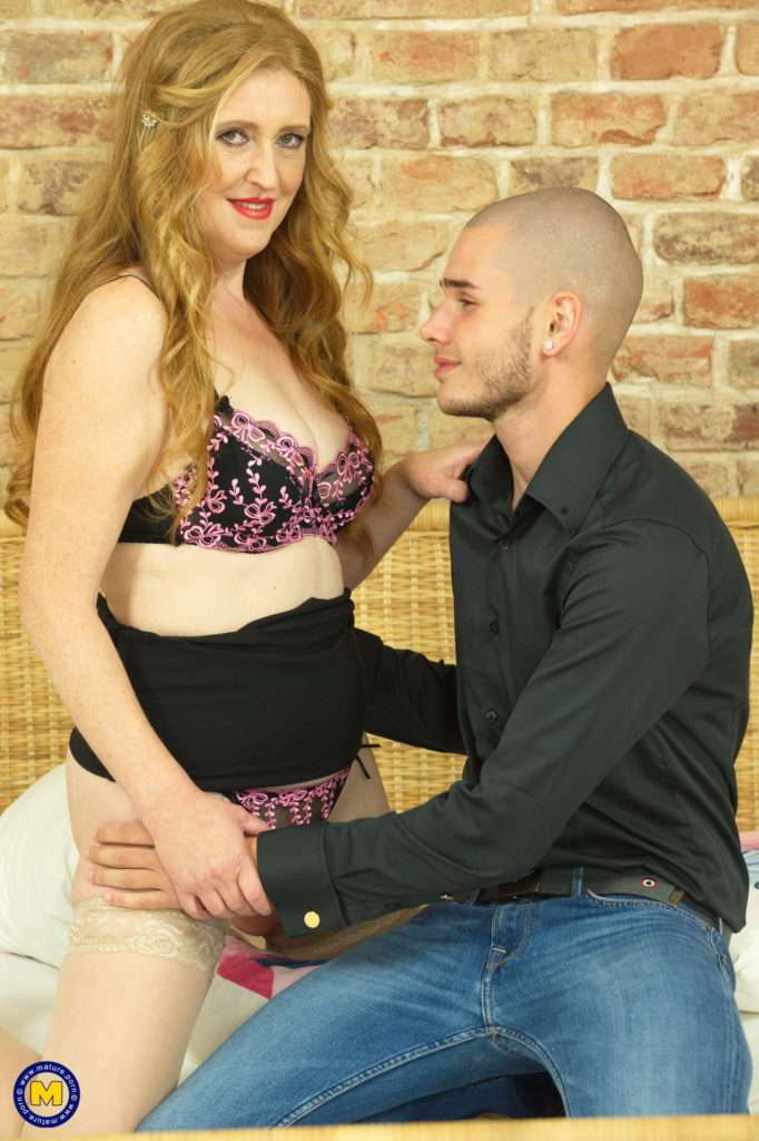 Horny Housewife Fooling Around With Her Toy Boy At Mature.nl
