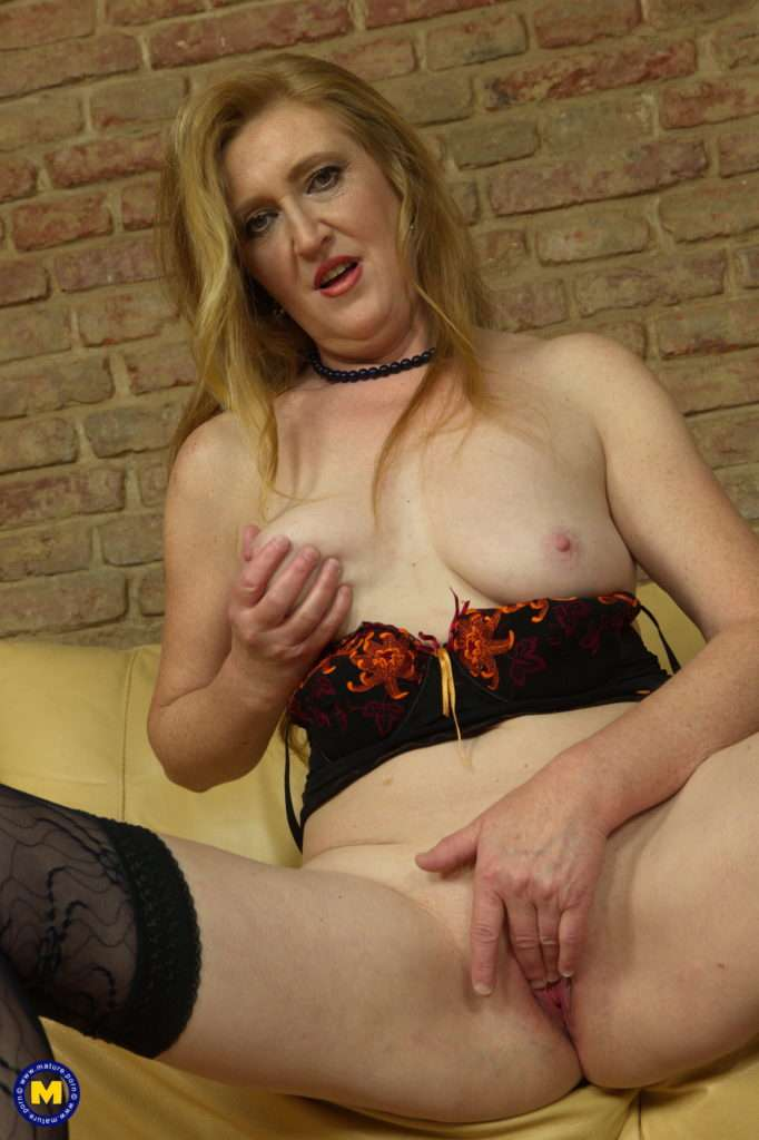 Horny Housewife Playing With Her Pussy On The Couch At Mature.nl