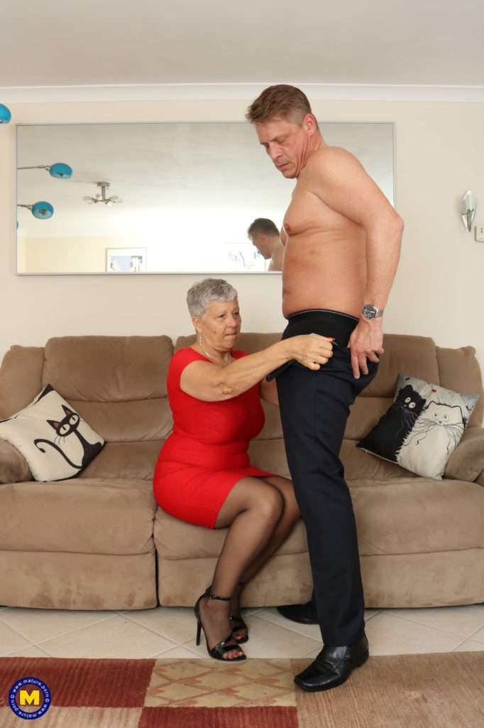 Mature British Lady Fucking On The Couch At Mature.nl
