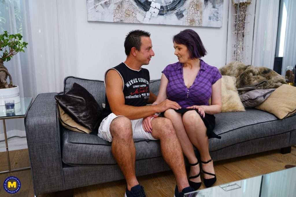 Naughy Cougar Tigger Getting Horny With Her Man At Mature.nl