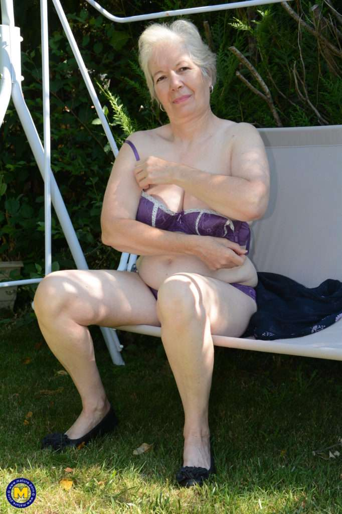 Horny British Mature Lady Playing In The Garden At Mature.nl
