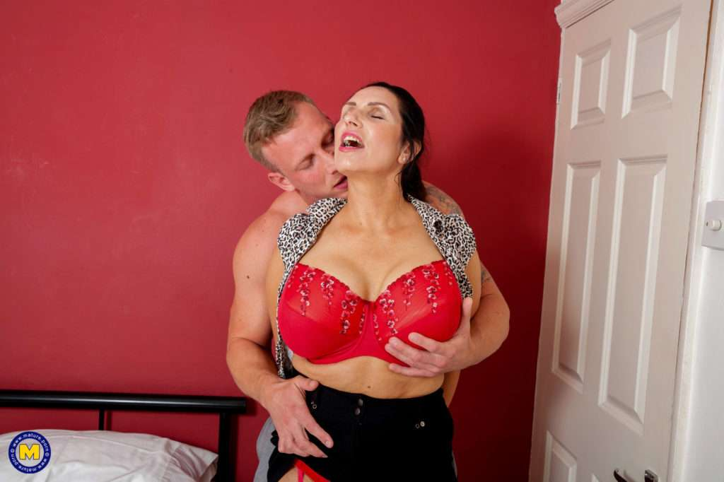 Big Breasted Housewife Going All The Way With Her Lover At Mature.nl