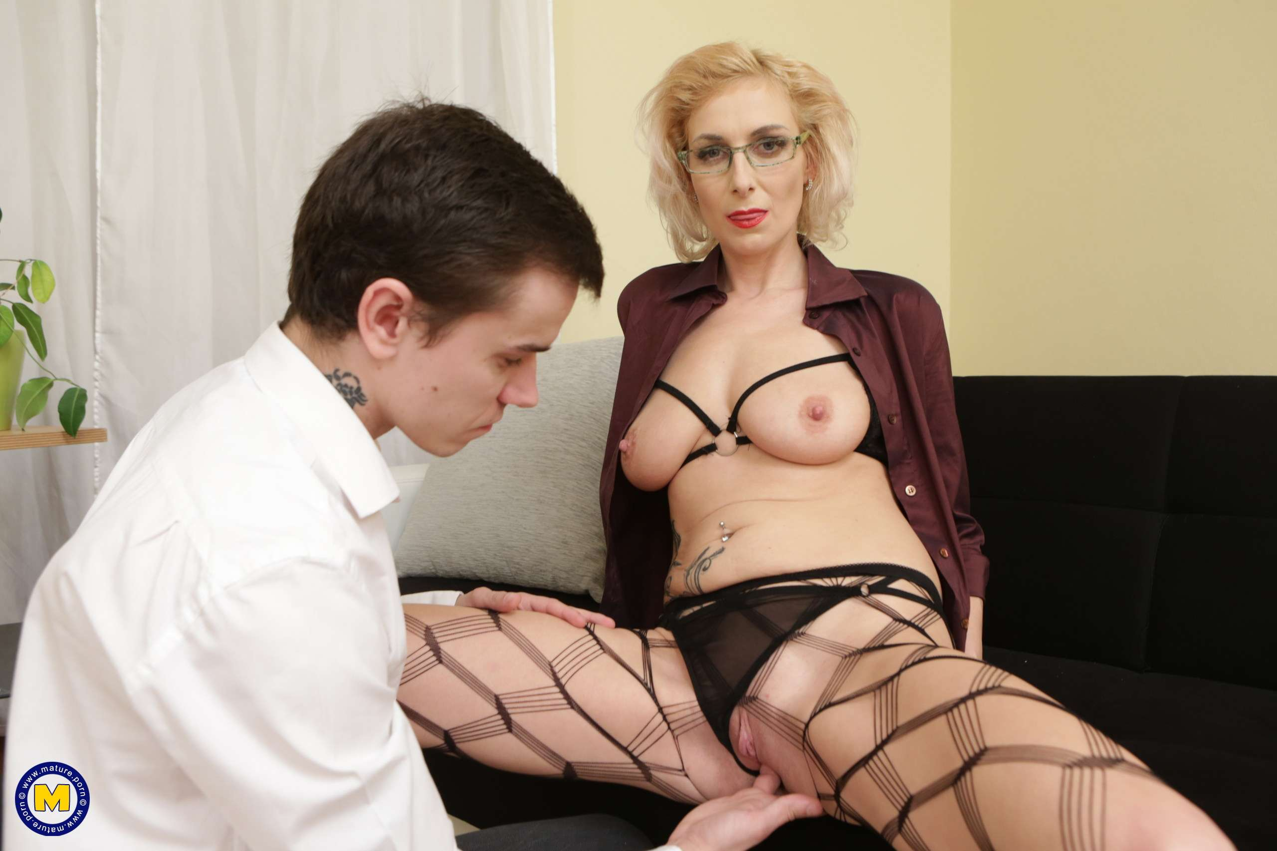 This naughty mature lady seduces her to boy