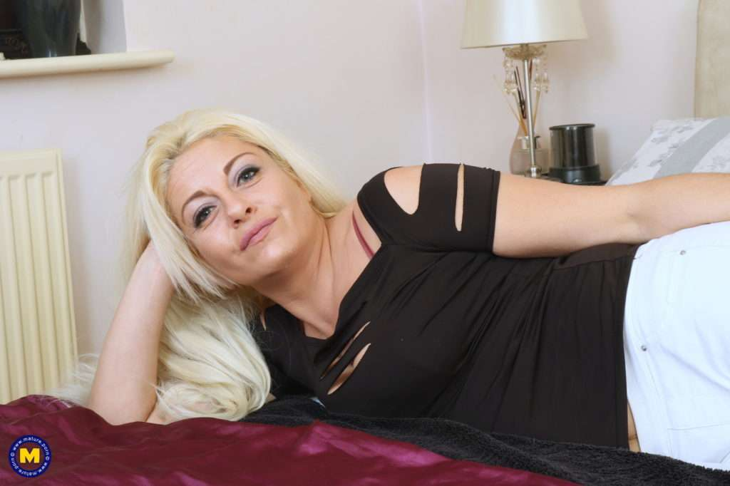 This Naughty Milf Loves Playing Alone At Mature.nl