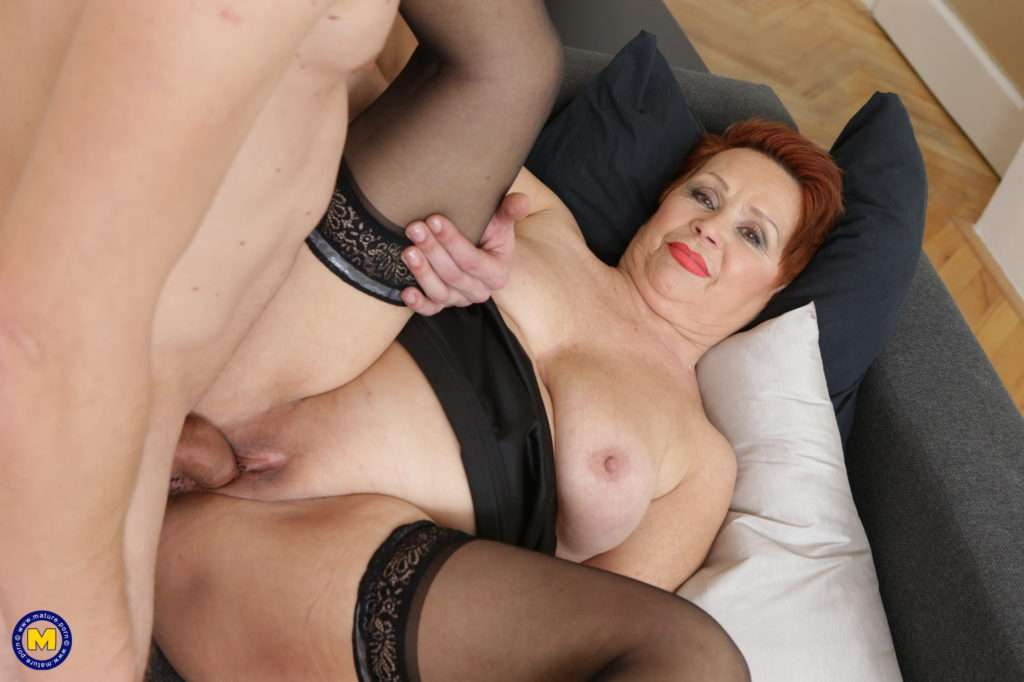 Curvy Mature Lady Fooling Around With Her Younger Lover At Mature.nl