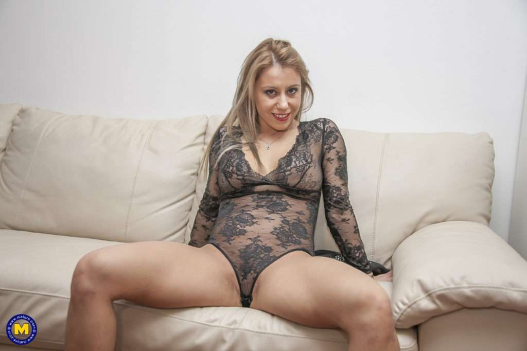 This Hot Milf Loves To Take On A Big Hard Cock At Mature.nl