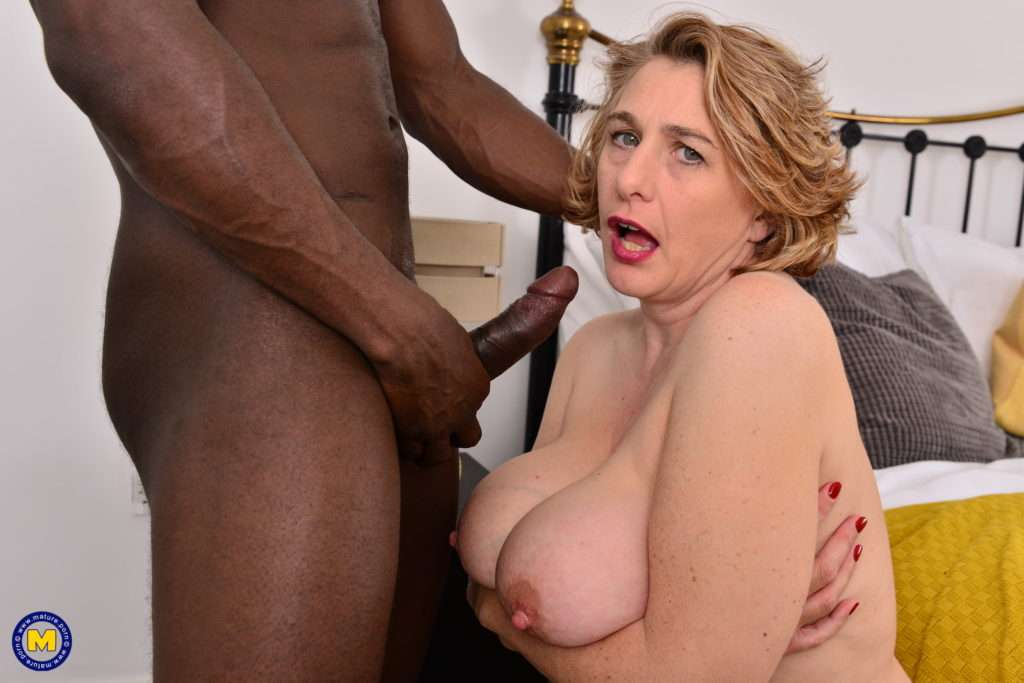 Big Breasted Camilla Loves A Big Hard Cock To Fuck Her Raw At Mature.nl