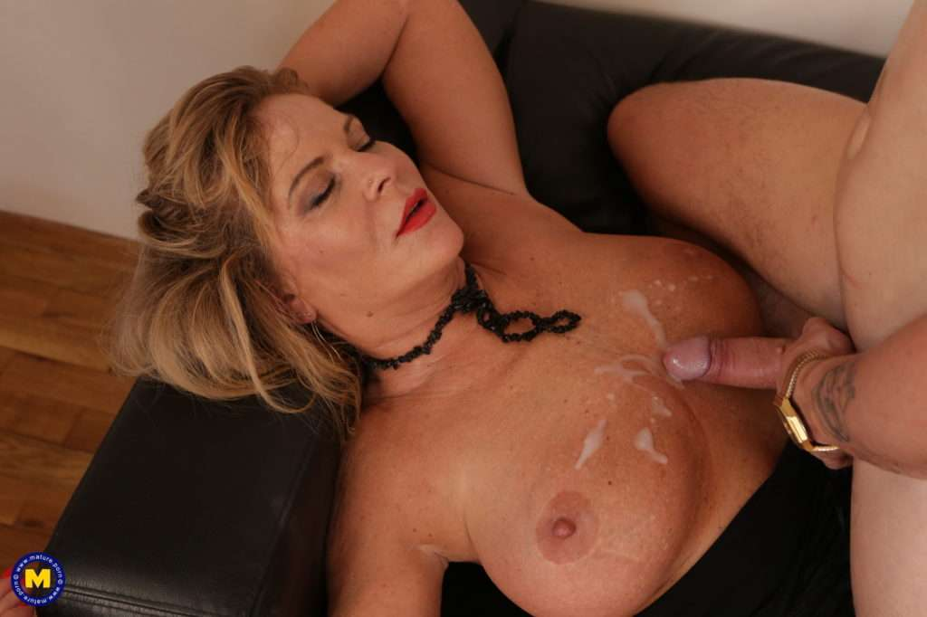 Naughty Mature Lady Fucking A Toy Boy To The Bone At Mature.nl