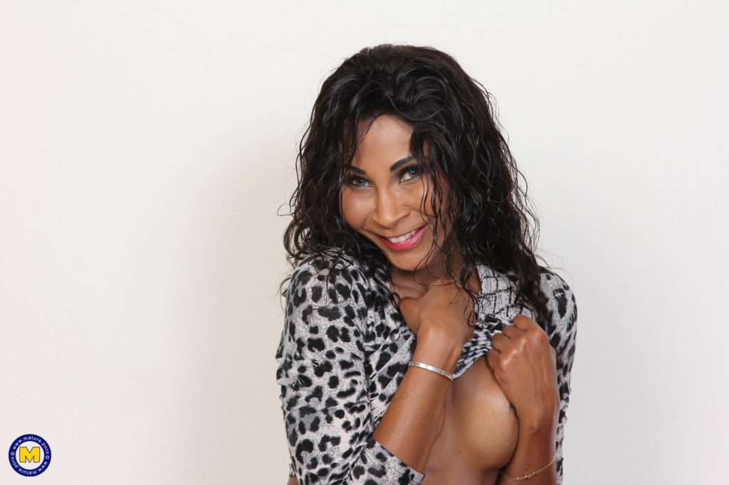 Beautiful Black Milf Playing With Her Shaved Pussy At Mature.nl