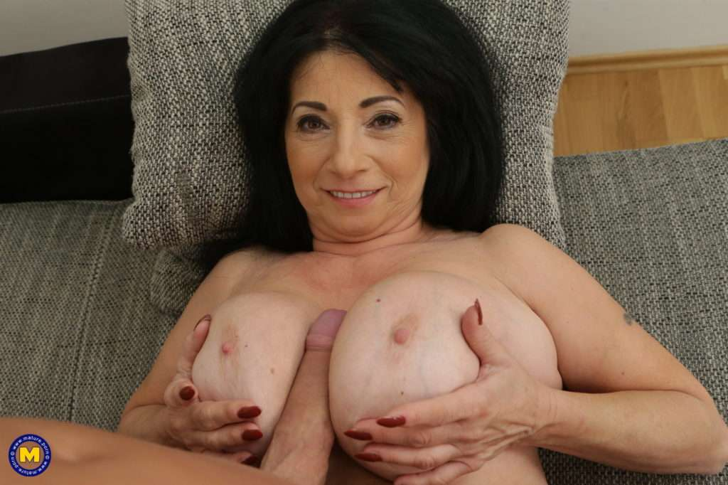 Small Milf Fucking A Very Tall Guy At Mature.nl