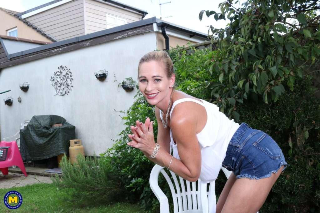 Steamy Hot Milf Washing Herself In The Garden At Mature.nl