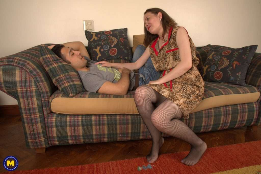 Horny Mature Slut Fucking Her Toy Boy On The Couch At Mature.nl