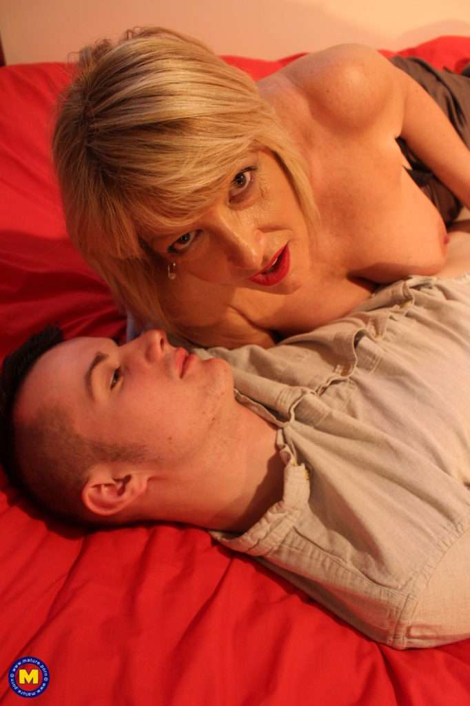 British Housewife Playing With Her Toy Boy At Mature.nl
