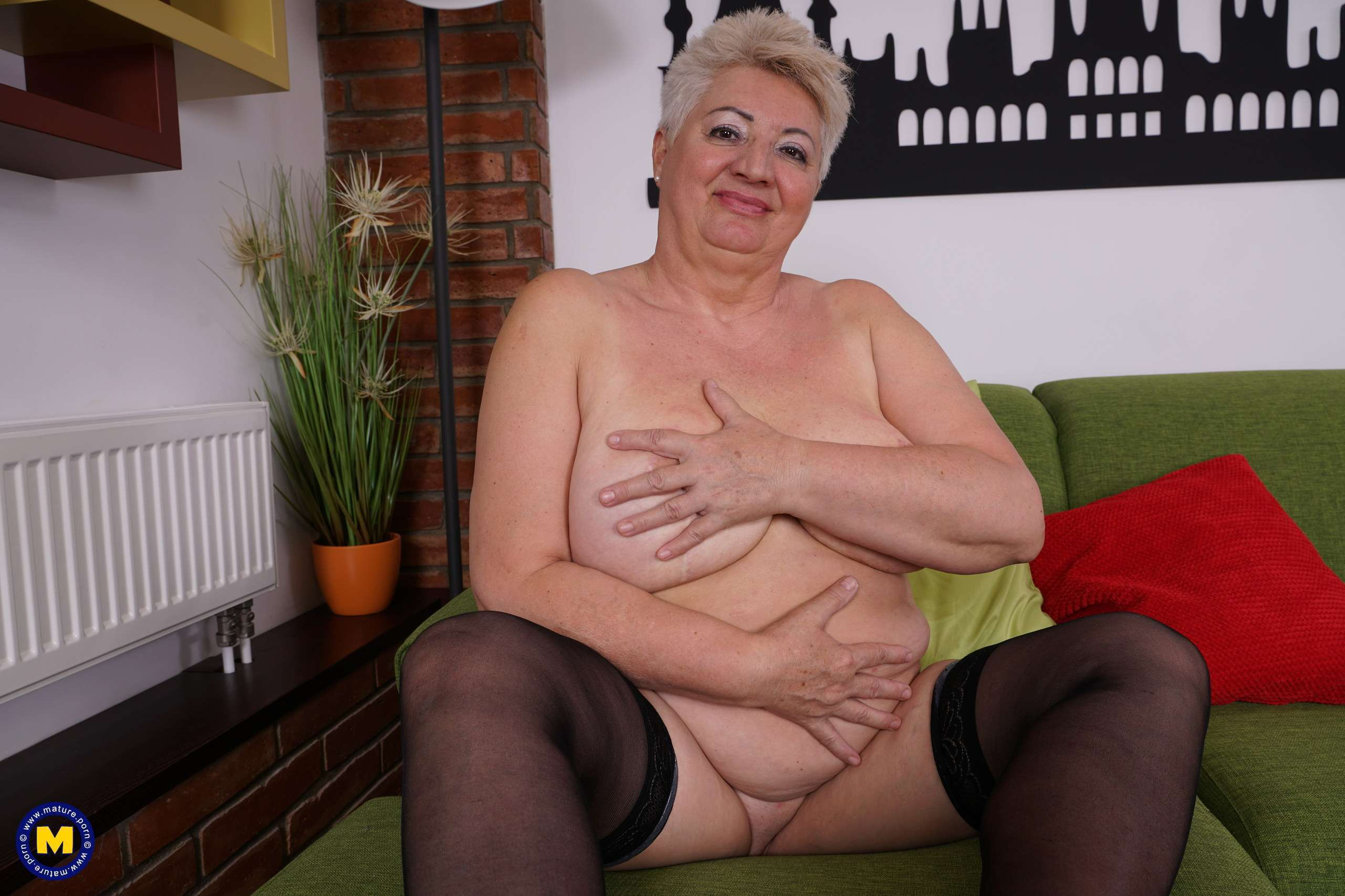 This Big Mama Loves To Play With Her Wet Pussy At Mature.nl