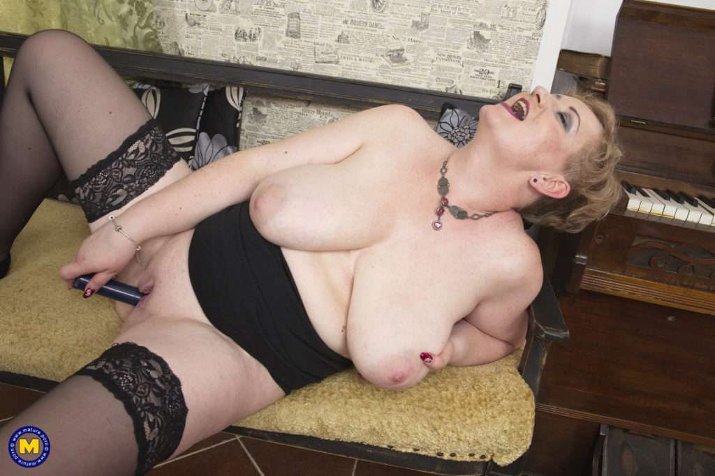 Chubby Mature Lady Showing Off Her Big Boobs At Mature.nl