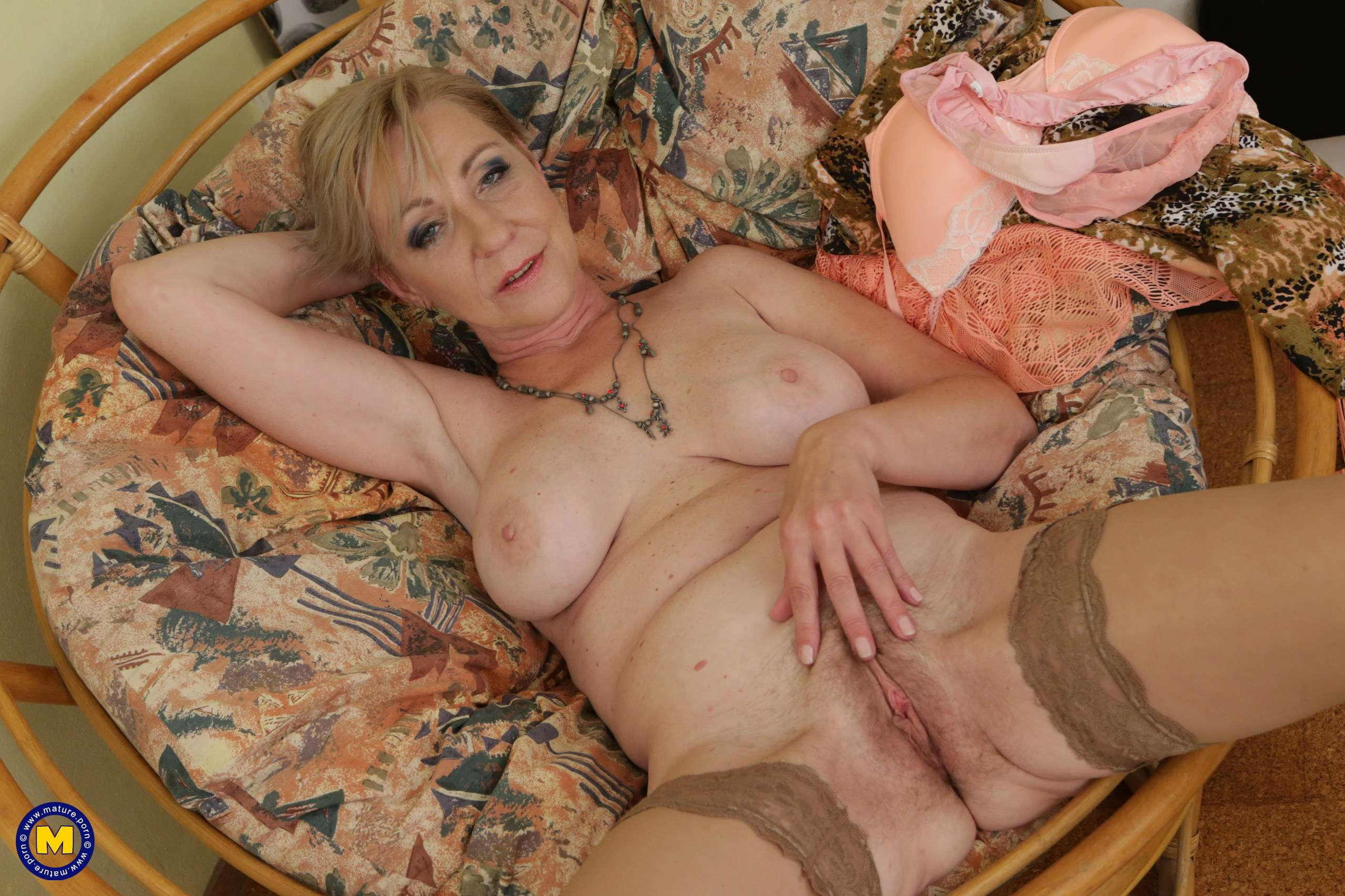 Horny housewife milf gets her hairy pussy creampied and loves it, free porn