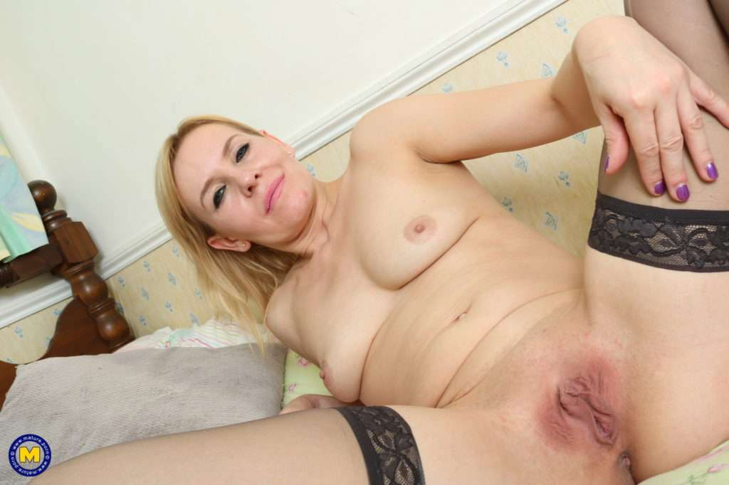 Naughty Blonde Housewife Playing With Herself At Mature.nl