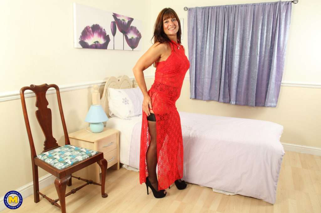 Naughty British Mom Playing With Her Big Toy At Mature.nl