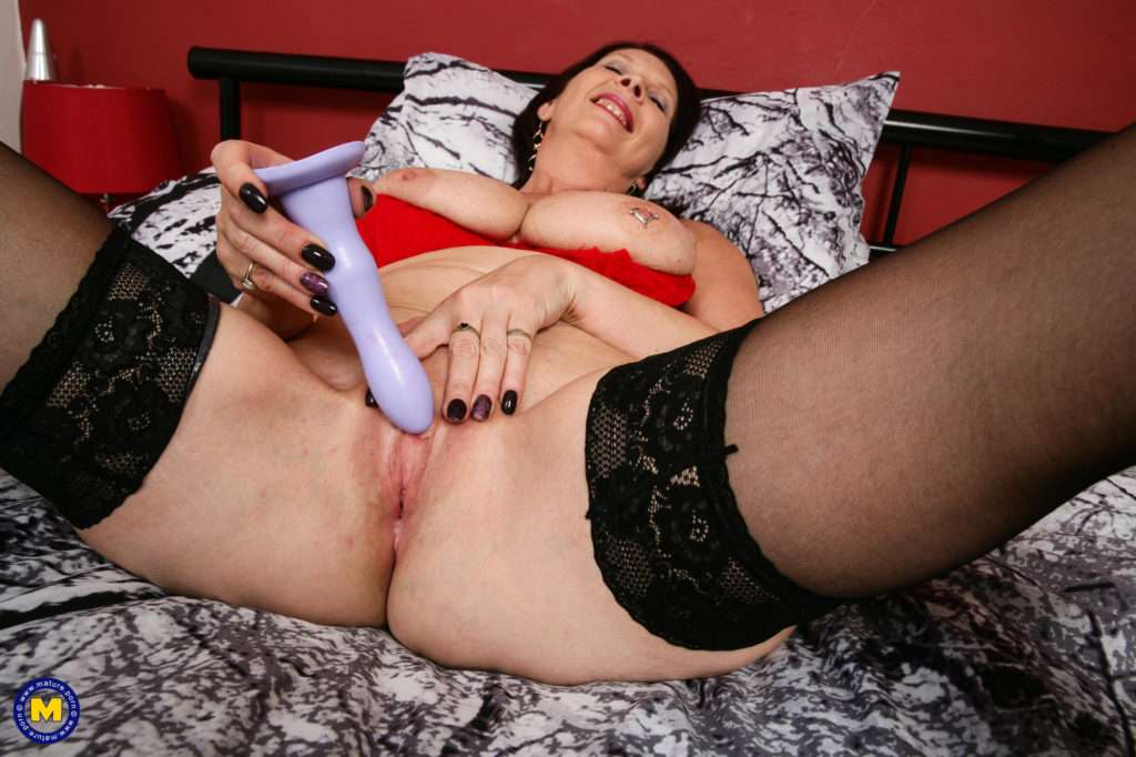 Horny Mature Slut From The Uk Getting Wet And Wild At Mature.nl