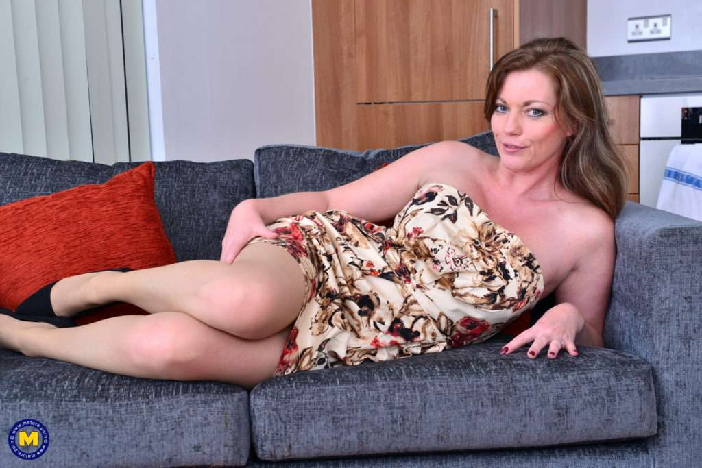 British Milf Holly Kiss Feeling Frisky At Mature.nl