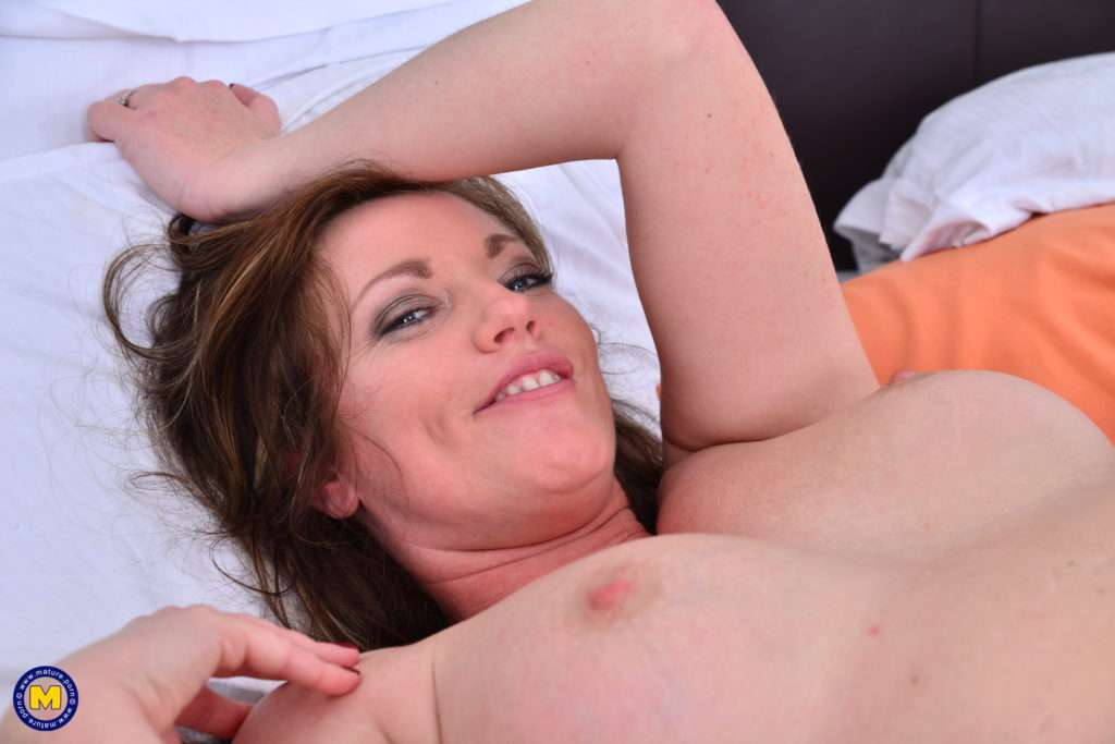 Hot Milf Holly Kiss Goes Interracial At Mature.nl