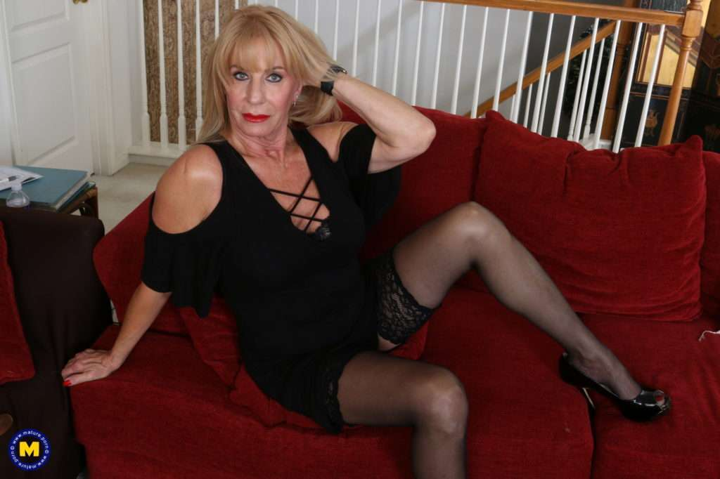 Horny American Mature Lady Rae Getting Wet And Wild At Mature.nl
