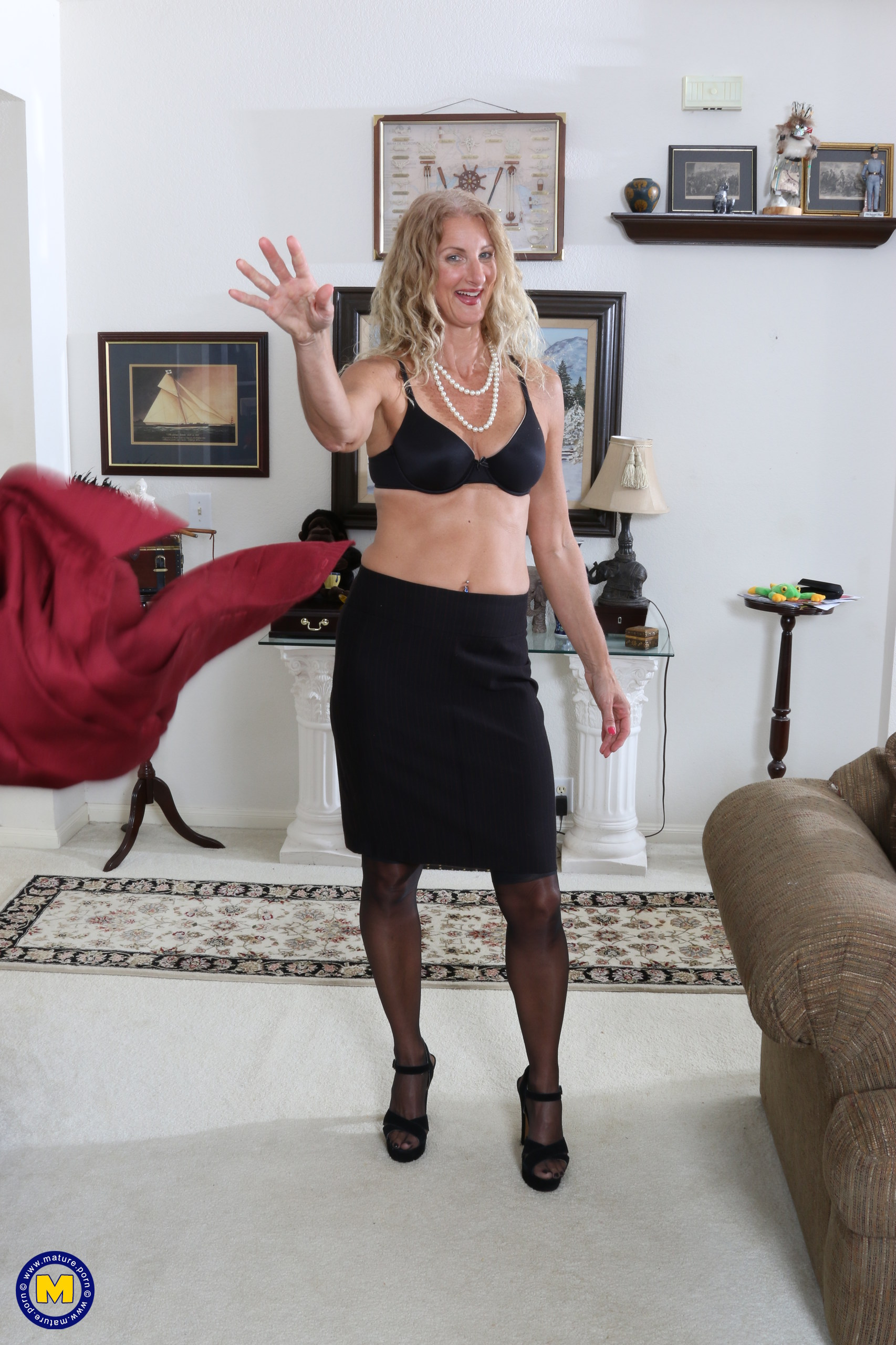 American Housewife Getting Wet By Herself At Mature.nl