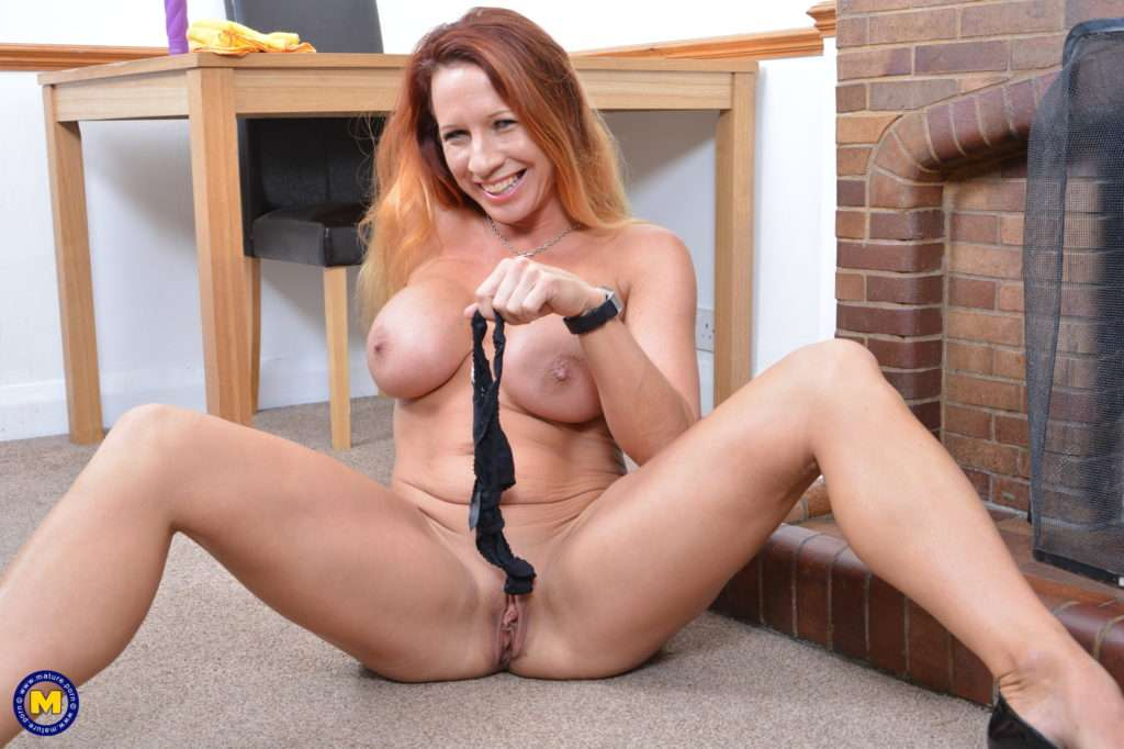 Horny British Milf Faye Shows Off Her Big Boobs At Mature.nl