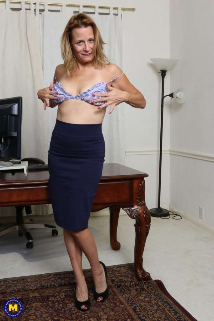 Naughty Housewife Playing With Her Wet Pussy At Mature.nl