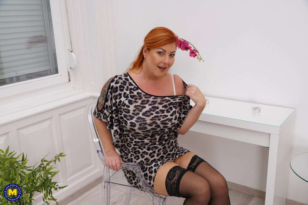 Curvy Housewife Showing Off Her Great Boobs At Mature.nl