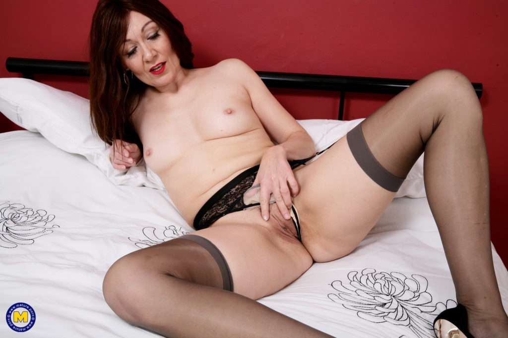 Horny And Hot Housewife Playing With Her Pussy At Mature.nl