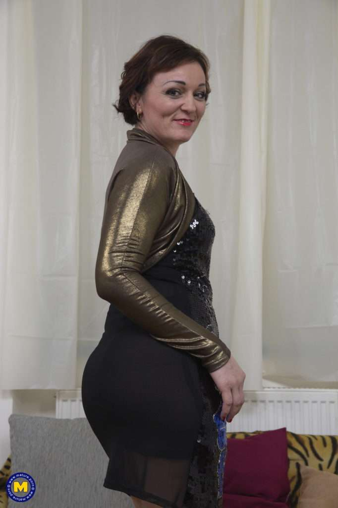 Horny Mature Lady Doing Her Toyboy At Mature.nl