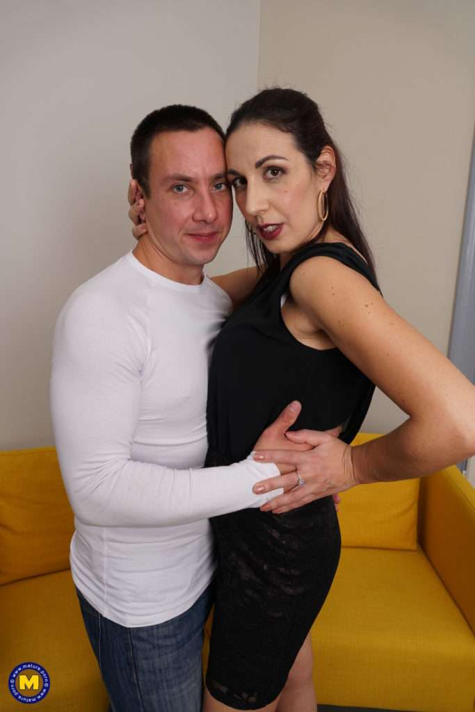 This Italian Housewife Gets A Good Fuck In Bed At Mature.nl