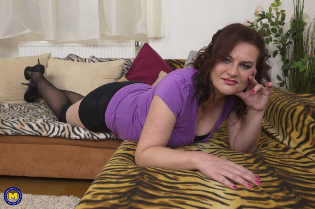 Curvy Housewife Doing Her Toy Boy At Mature.nl